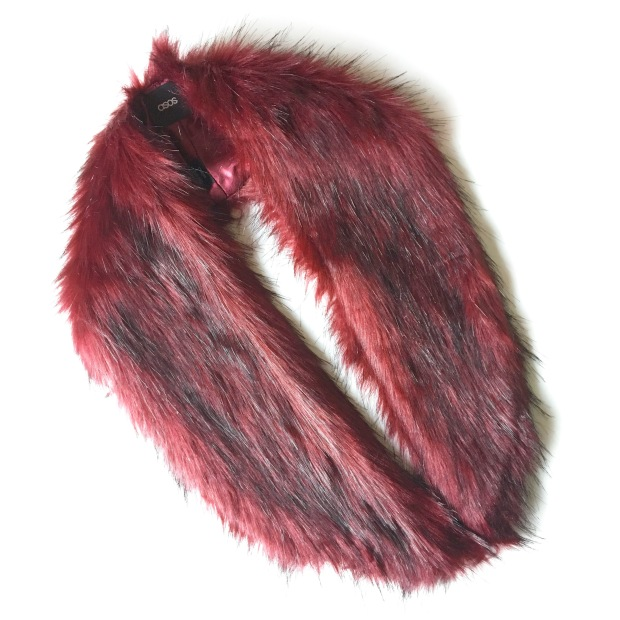 ASOS faux fur mini slot through collar as seen on Duchess of Cambridge Christmas Day 2016
